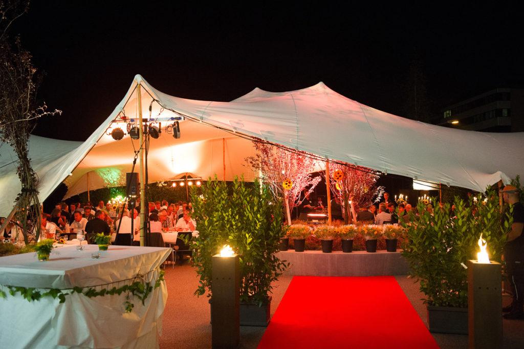 Ein Festzelt für anspruchsvolle Gastgeber und Gäste. Stretchzelte von Tentickle!